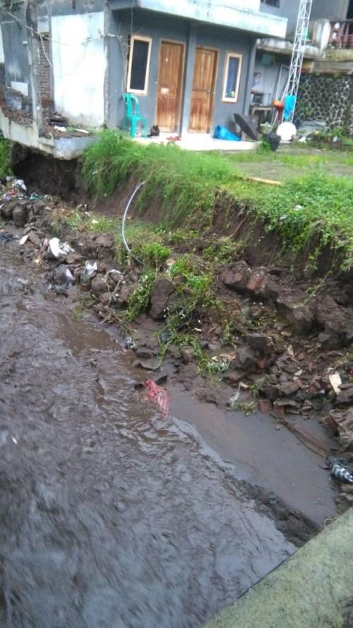 Plengsengan ambrol di Dusun Cangar, Desa Bulukerto, Kecamatan Bumiaji.