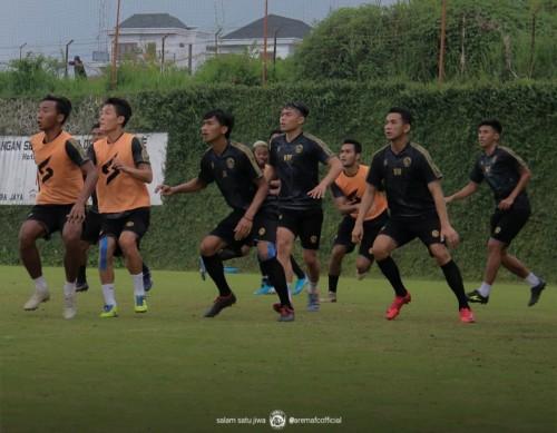 Para pemain Arema FC saat menjalani latihan. (Foto: Official Arema FC)