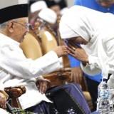 Guru Sekaligus Ulama, Gubernur Khofifah Sampaikan Belasungkawa Wafatnya Gus Sholah