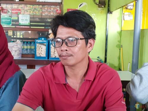 Taufik, Pakdhe korban dugaan aksi bullying siswa di SMPN 16 Kota Malang saat ditemui awak media (Arifina Cahyanti Firdausi/MalangTIMES)
