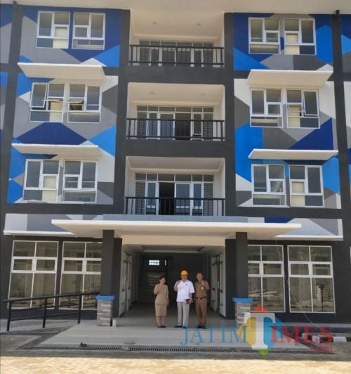 Rusunawa ASN Kabupaten Malang ditarget beroperasional Maret 2020 depan. Dalam foto Kabid Perumahan Imam Suyono (kanan) (DPKPCK for MalangTimes)