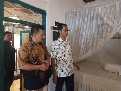 Kunjungan DPRD Surabaya dan DIY di rumah tempat kelahiran Bung Karno