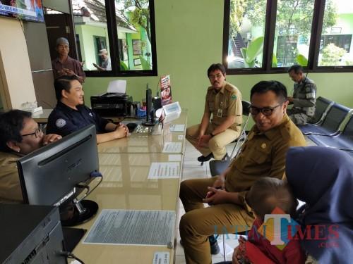 Wakil Wali Kota Malang Sofyan Edi Jarwoko (tengah) saat meninjau Kelurahan Tasikmadu (Humas Pemkot Malang for MalangTIMES).
