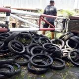 Miris, Normalisasi Saluran Drainase Kawasan Tlogomas, Satgas DPUPRPKP Temukan Banyak Ban Bekas