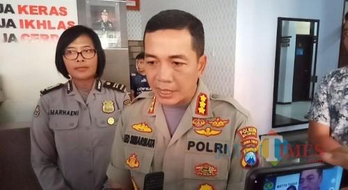 Kapolresta Malang Kota, AKBP Leonardus Sinarmata bersama Kasubag Humas Polresta Malang Kota (Anggara Sudiongko/MalangTIMES)