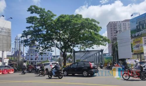 Kondisi lalu lintas di kawasan Soekarno Hatta Kota Malang. (Dokumentasi MalangTIMES).