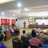 Bagikan SK kepada 93 Pensiunan, Berikut Pesan Wali Kota Kediri