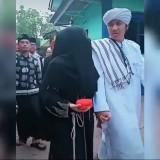 Viral Video Seorang Istri Antarkan Suami Menikah Lagi