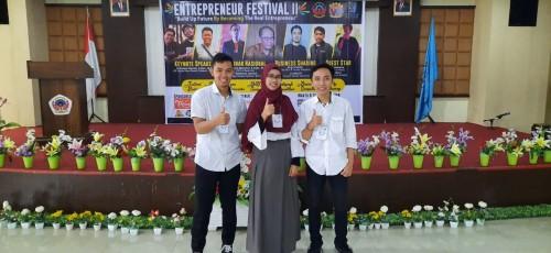 Mahasiswa Unikama yang berhasil menyabet juara 4 dalam BMC di ajang Entrepreneur Festival II yang digelar di Politeknik Negeri Ujung Pandang (PNUP). (Foto: Istimewa)