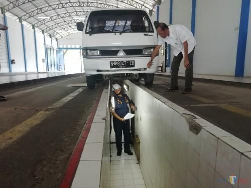 Marak Peredaran Buku Uji Kir Palsu, Dishub Kabupaten Malang Luncurkan Kartu Pintar