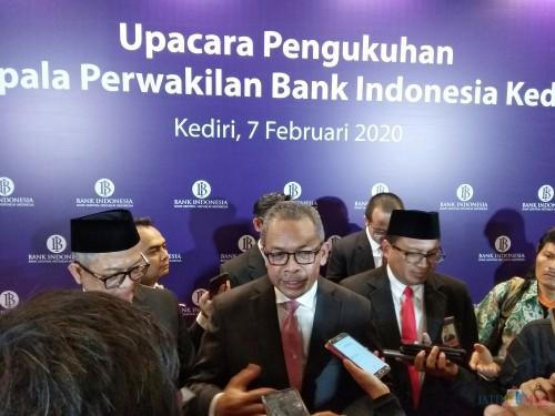 Deputi Gubernur BI Sugeng saat memberikan keterangan kepada para awak media. (Eko Arif S /JatimTIMES)