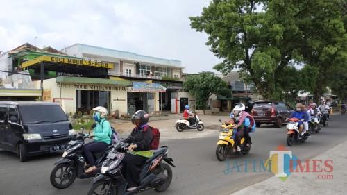 Bangunan cucian mobil dekat pintu exit Seksi V Tol Mapan yang masih berdiri jelang pengoperasian Seksi V Tol Mapan (Pipit Anggraeni/MalangTIMES).