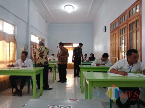 Suasana saat ujian perangkat desa Tambakrejo Kecamatan Sumbergempol (Foto : Istimewa/TulungagungTIMES)