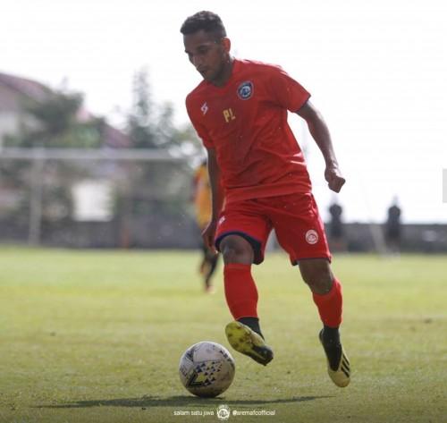 Pandi Lestaluhu saat mengikuti rangkaian latihan Arema FC (official Arema FC)