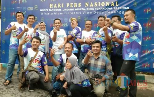 Anggota FKWL bersama Bupati Lumajang H. Thoriqul Haq (Foto : Moch. R. Abdul Fatah / Jatim TIMES)