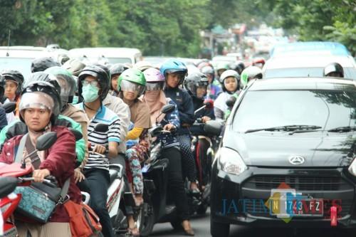 Kondisi kemacetan lalu lintas di kawasan Jalan Sukarno Hatta (Suhat) Kota Malang. (Foto: Arifina Cahyanti Firdausi/MalangTIMES)