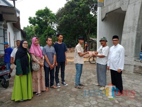 Mahasiswa Unisba Blitar Bantu Pembangunan Masjid Al Falah di Desa Kuningan