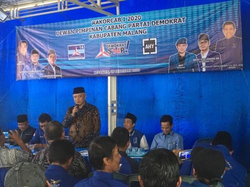 Bupati Malang HM Sanusi saat memberikan arahan ketika menghadiri agenda Rakorcab I DPC Partai Demokrat Kabupaten Malang (Foto : Ashaq Lupito / MalangTIMES)