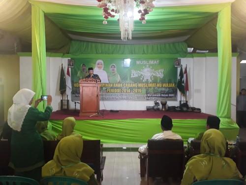 Bupati Malang H M. Sanusi saat hadir dan memberikan sambutan pada pembukaan acara Konferensi Pimpinan Anak Cabang (PAC) Muslimat NU Kecamatan Wajak, Kabupaten Malang. (Foto: Tubagus Achmad / MalangTimes)