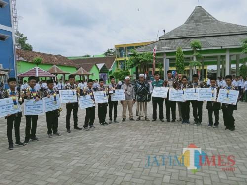 Mewakili Indonesia, Santri Ponpes Mambaus Sholihin Blitar Juara Umum Kompetisi Robotik Internasional di Malaysia