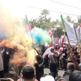 Gelar Teatrikal, Buruh di Jember Gelar Demo Tolak Omnibus Law