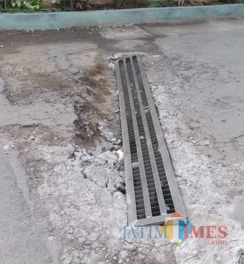 Kondisi jalan di kawasan Gang 7 Muharto, Kota Malang yang sering ambles akibat dilewati kendaraan tonase besar. (Foto: DPUPRPKP for MalangTIMES)