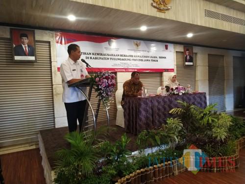 Kepala Dinas Koperasi dan UMKM Tulungagung, Slamet Sunarto saat memberikan sambutan. (Foto: Anang Basso/TulungagungTIMES)
