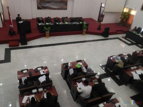 Rapat Paripurna DPRD Lumajang dengan agenda Pandangan Umum Fraksi (Foto : Moch. R. Abdul Fatah / Jatim TIMES)