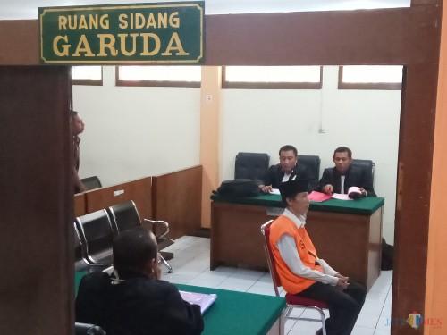 Terdakwa Sugeng Santoso saat menjalani persidangan di PN Malang (Anggara Sudiongko/MalangTIMES)