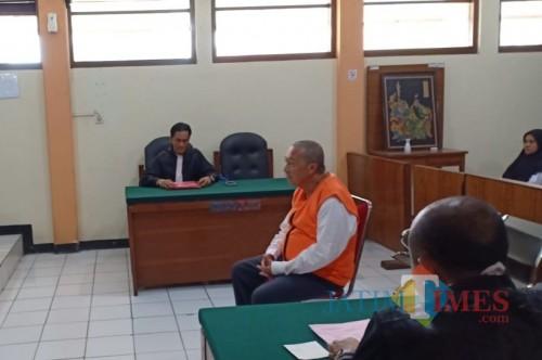 Kujang saat menjalani sidang di PN Malang. (12/2/2020)(Anggara Sudiongko/MalangTIMES)