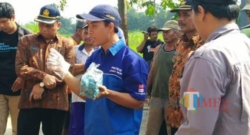 Dispertanbun Kabupaten Kediri saat memberikan penyuluhan kepada para petani. (eko Arif s /JatimTimes)