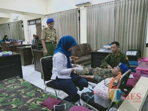 Baksos donor darah digelar Menwa Unisba Blitar dan IARMI (Foto: Aunur Rofiq/BlitarTIMES)