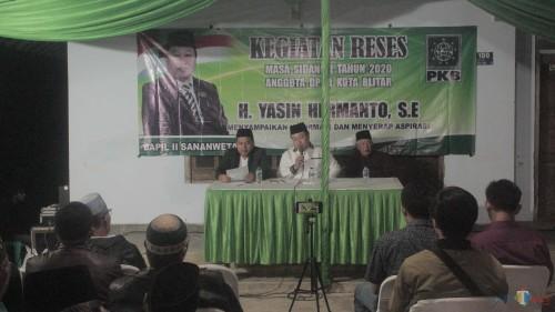 Reses di Jalan Suryat, Wakil Ketua DPRD Kota Blitar Yasin Hermanto Disambati Jalan dan PJU