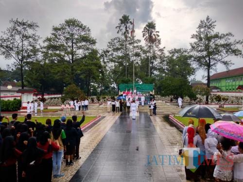 Deklarasi Hari Cinta Tanah Air di  TMP Raden Wijaya Kota Blitar.(Foto : Malik Naharul/BlitarTIMES)
