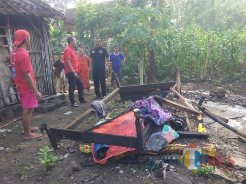 Kasur yang jadi tempat tidur nenek Paitun yang ditemukan dalam kondisi tubuh terbakar / Foto : Dokpol / Tulungagung TIMES