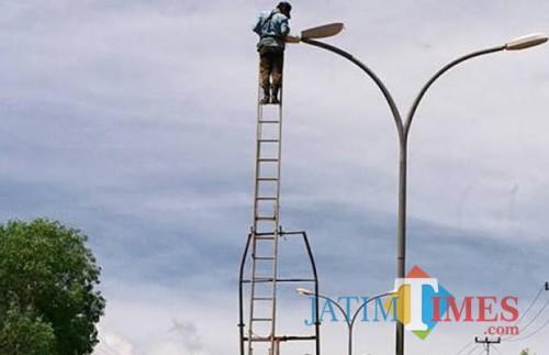 Hati-Hati Berkendara Saat Malam, Kota Malang Masih Kekurangan Penerangan Jalan Umum