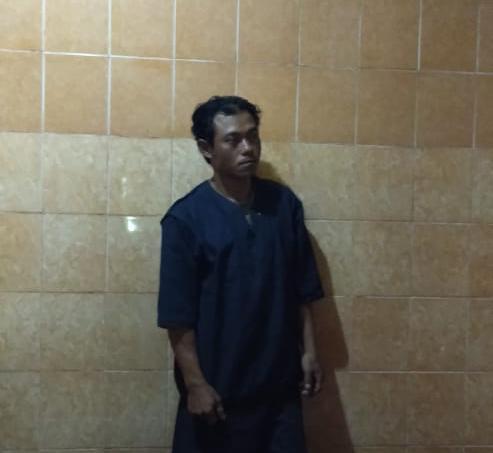 Tersangka Agus Sugito (42) telah diamankan di Polsek Donomulyo. (Foto: Istimewa)