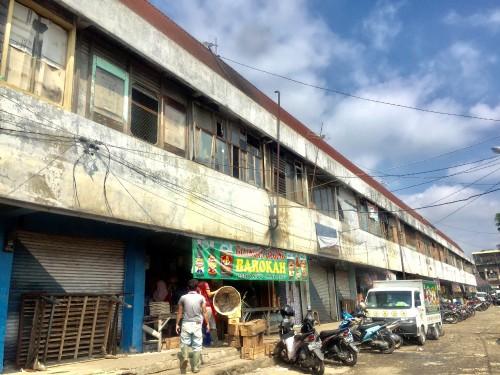 Pedagang saat beraktivitas di Pasar Batu. (Foto: Irsya Richa/MalangTIMES)