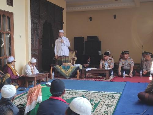 KH Saifuddin Zuhri saat memberikan sambutannya menyambut Kaporesta Malang Kota, Kombespol Leo Simarmata. (Foto: Istimewa)