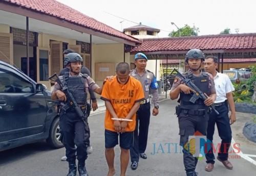 Pelaku M Arif diamankan di Mapolres Blitar Kota.(Foto : Team BlitarTIMES)