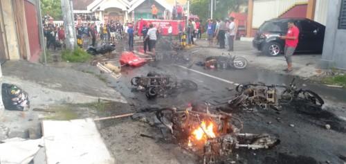 Kota Blitar Mencekam, Suporter Beratribut Bonek Bakar Sepeda Motor dan Mobil