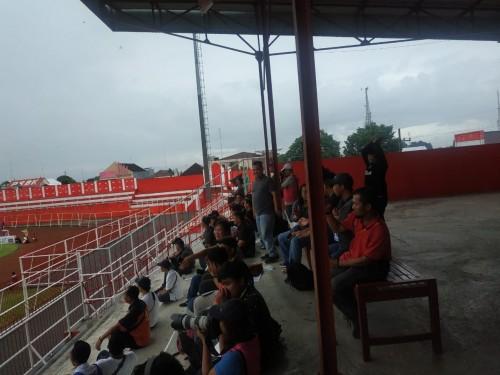 Terdengar Sorak Sorai Puluhan Orang  di Tribun VIP,  Laga Arema FC dan Persebaya tanpa Penonton Dipertanyakan