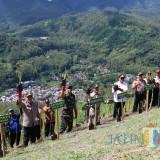 Ini Harapan Danrem 083/Baladhika Jaya saat Tanam Rumput Pencegah Longsor di Kota Batu