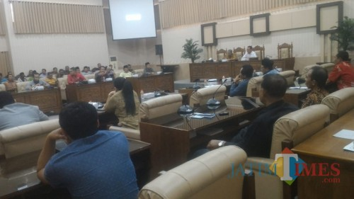 Hearing Asosiasi BPD,Askab, Komisi I dan eksekutif di Ruang Rapat Khusus DPRD Banyuwangi.
