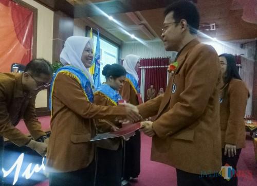 Yudisium 110 Lulusan, Fakultas Bahasa dan Sastra Unikama Tekankan Soft Skill di Era Industri 4.0