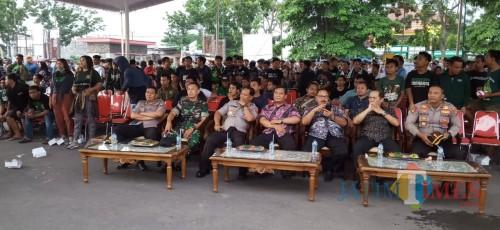 Cegah Rusuh Final Piala Gubernur, POlres Tulungagung Nobar Bersama Bonek