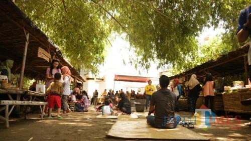 Suasana pasar Papringan Desa Jambu Kabupaten Kediri. (eko Arif s /JatimTimes)