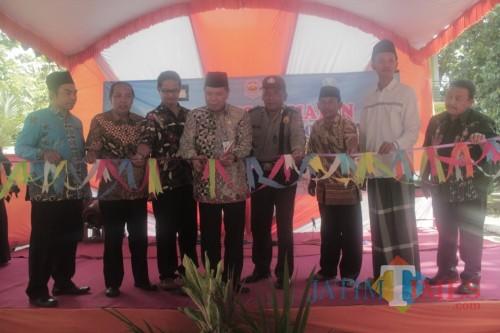 Lewat SMK Mini, SMK Mambaul Hisan Blitar Dorong Santri Berentrepreneur Kerajinan Batok Kelapa