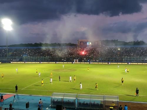 Suasana pertandingan antara Arema FC melawan Barito Putera (Hendra Saputra)