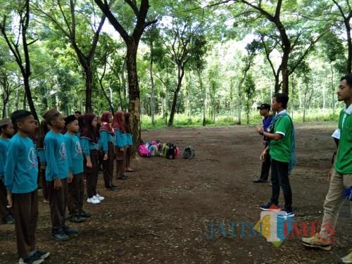 Pendidikan Bela Negara untuk usia dini dilaksanakan di Kesambi Trees Park Maliran.(Foto : Team BlitarTIMES)
